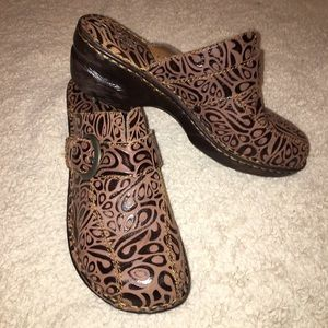 Born BOC Brown Leather Clogs